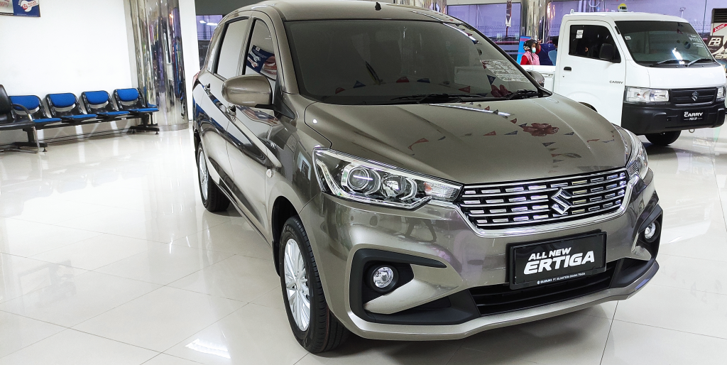 Suzuki Ertiga GL Manual Dp mulai 15 juta Warna Magma Grey